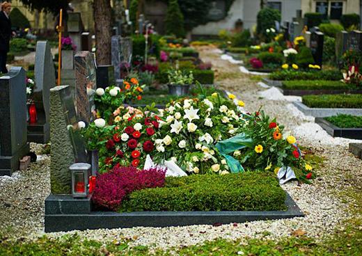 Основные правила по уходу за могилой